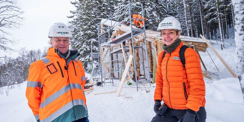 Adm dir Arild Østgård i Peab Bygg Norge og adm dir Gro Skaar Knutsen i Peab Bjørn Bygg