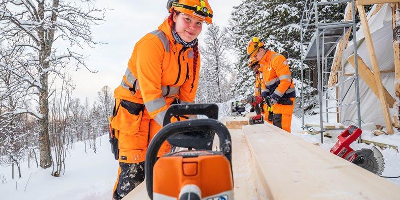 Tømrerlærling Ronja Sørensen i Peab Bjørn Bygg